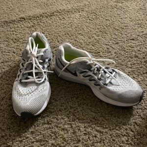 woman's nike vomero shoes size 9